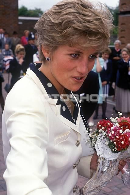 June 6 1991 Diana Princess Of Wales Opened A New Day Hospital And Family Health Clinic At Marlow Community Hospital Marlow Buckinghamshire  The Princess Is Pictured Talking To Some Of The Crowd.