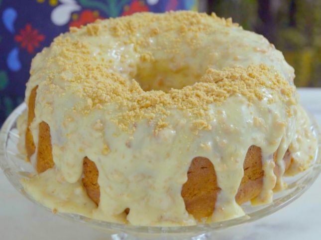 Esse bolo é a melhor opção de lanche pra essa tarde. É DEMAIS de tão gostoso! E essa cobertura então, nem se fala… – Caderno de Receitas