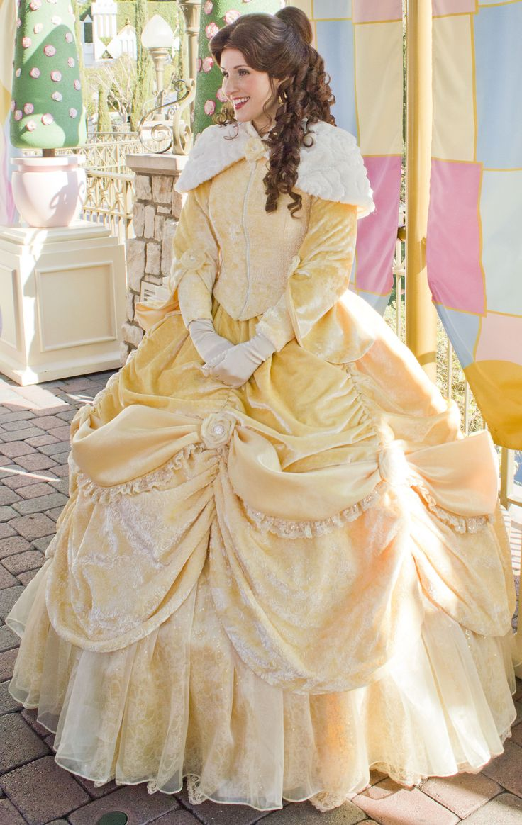 Love the new Belle costume! Need to find one like this for halloween and/or cons