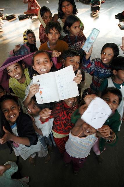 Kinderen uit #India. Het doel van dit project is om straatkinderen weer een toekomst te bieden.  Onderdak, schone kleren, gezond eten en onderwijs zijn hiervoor noodzakelijk. Dankzij persoonlijke zorg, aandacht, een opleiding en interactie met andere kinderen krijgen zij een kans om hun talenten te ontwikkelen en iets van hun leven te maken.