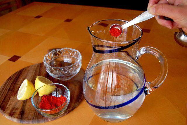 Το Λεμόνι είναι ένα εξαιρετικό μέσο καθαρισμού του παχέος εντέρου. Advertisement Θεωρείται ότι είναι πολύ επωφελές όχι μόνο για τον καθαρισμό του παχέος εντέρου, αλλά και για πολλά προβλήματα που συνδέονται με την πέψη, όπως η δυσκοιλιότητα.. Ο χυμός λεμονιού λέγεται ότι είναι πολύ χρήσιμος για την αποκατάσταση του pH του παχύ έντερου μας, που …