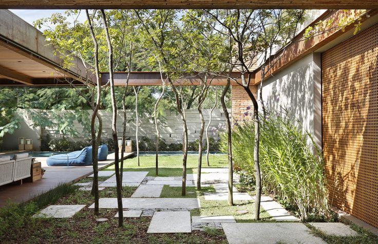 Galeria de Residência Bourgainvile 2 / Solange Cálio Arquitetos - 4