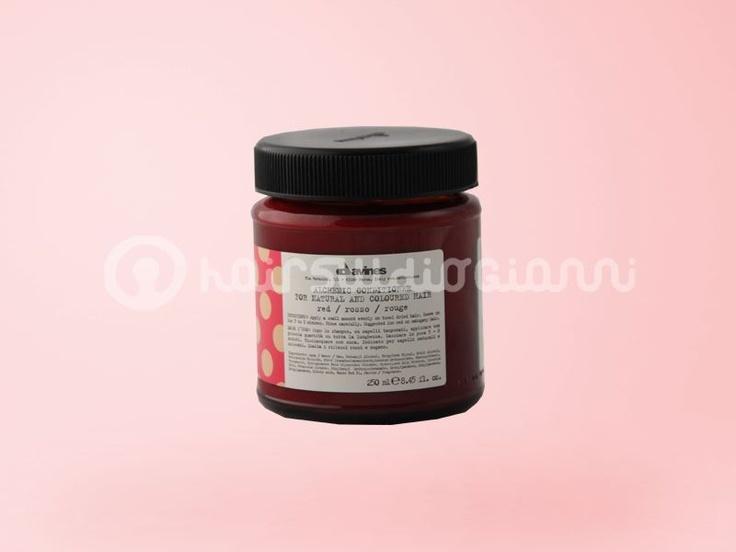 Balsamo ROSSO Davines 250ml    balsamo rosso, ideale per ravvivare capelli colorati o naturali di tonalità rossa o mogano.  Per saperne di più clicca sul seguente link:  http://www.hairstudiogianni.com/Alchemic-System/Balsamo-ROSSO-Davines-250ml.html