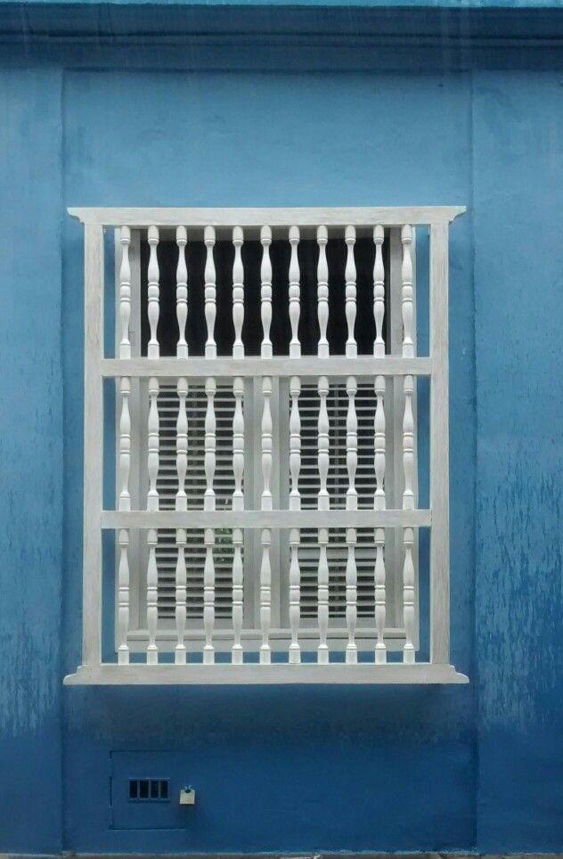 Ventanas Cartagena. Fenêtre bleu.