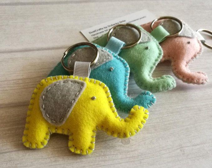 Regalo de buena suerte llavero elefante de fieltro de lana, llavero elefante amarillo, encanto de elefante de fieltro, llavero de la fortuna, amuleto de buena suerte llavero bolsa