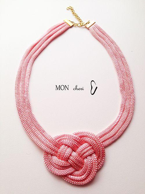 Collar hecho a mano con cordon rosa
