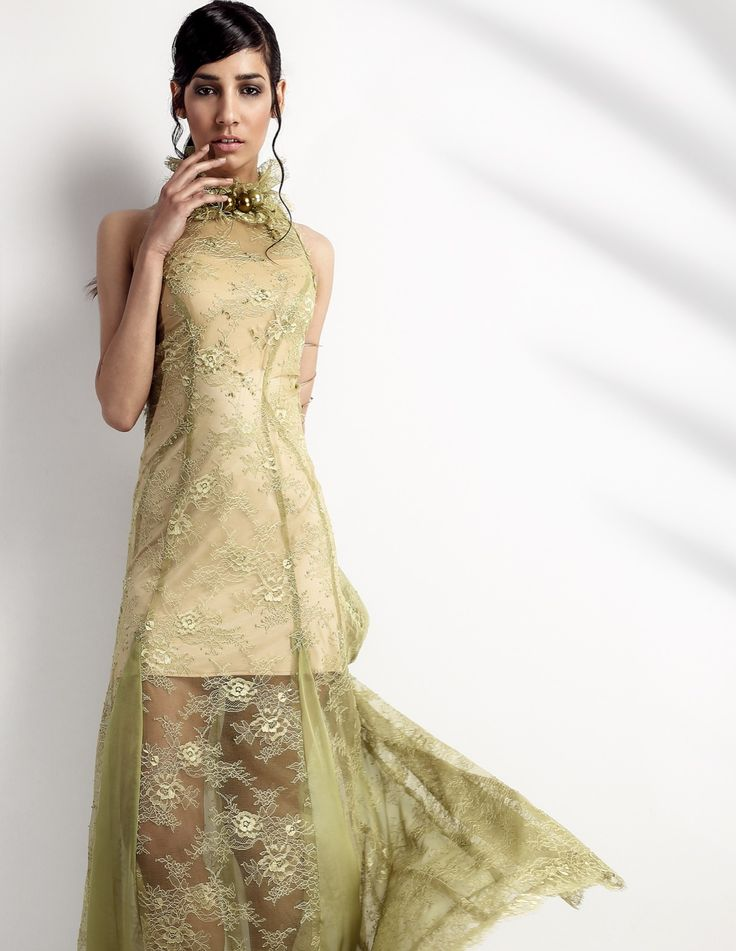 Green Pearl| Δαντέλα Γαλλική σουπλαριστή, μεταξωτή μουσελίνα, παρτούς ώμους με αξεσουάρ από πέρλες στις ίδιες αποχρώσεις. Με την ξεχωριστή πλάτη, όλα συνθέτουν αυτό το υπέροχο διπλό φόρεμα. Για μία ξεχωριστή εκδήλωση. Material: French Lace & silk mousseline