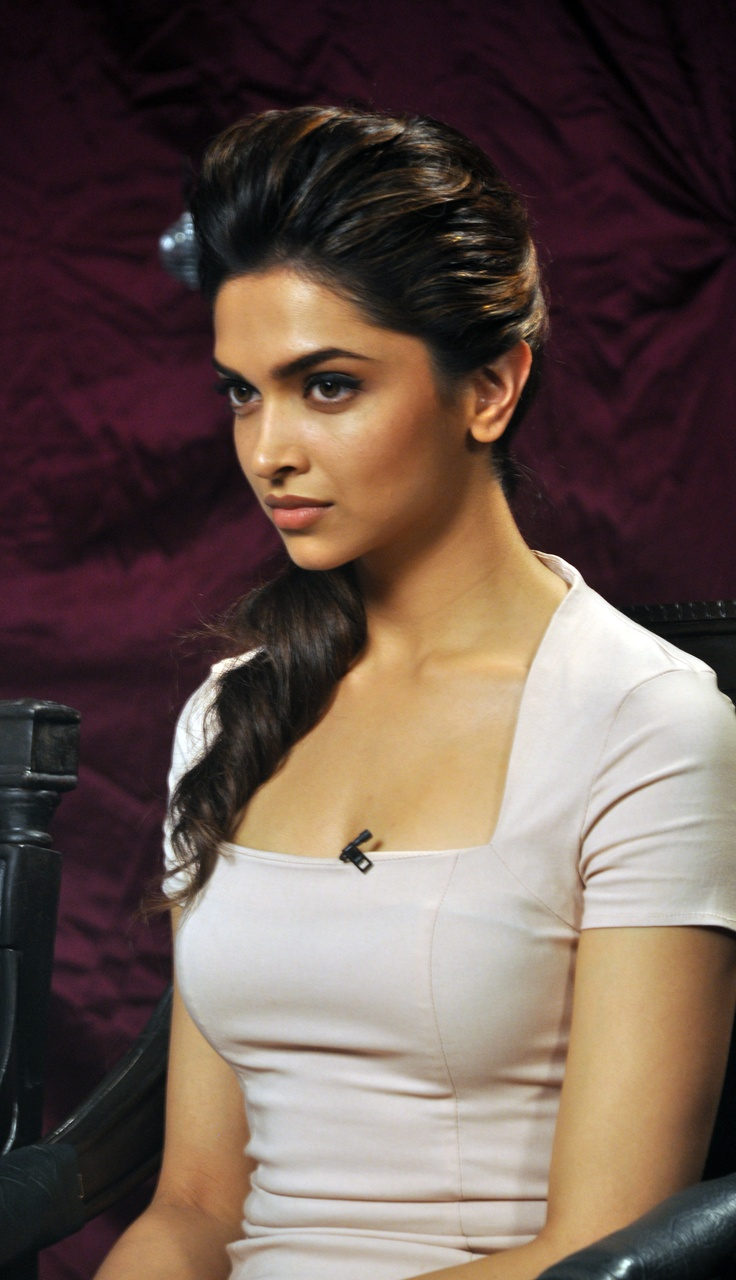Deepika's hair and overall look