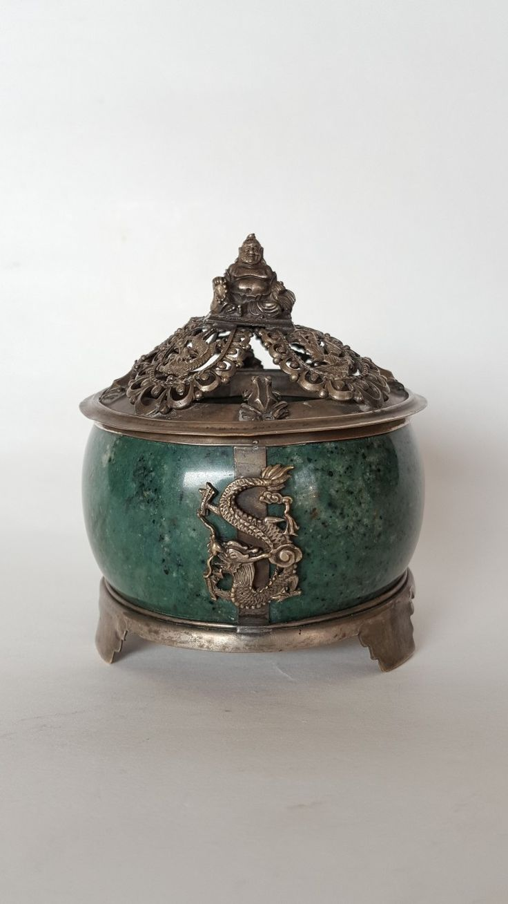 Tripot jade stoneware with Buddha statue on the top of silver cover. Dragon, pigeon, and frog ornament. Guangxu Dynasty.(1898)