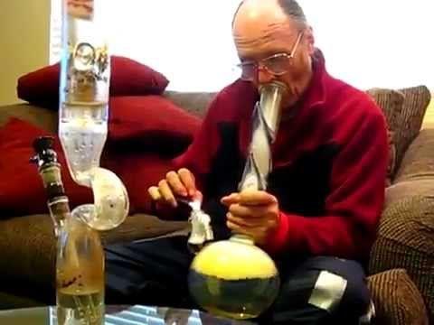 BEST BONG HIT EVER // Grandpa smokes WEED