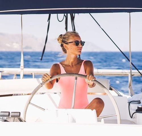 35 Outfits que puedes usar en paseos de yate http://beautyandfashionideas.com/35-outfits-que-puedes-usar-en-paseos-de-yate/ 35 Outfits you can use on yacht rides #35Outfitsquepuedesusarenpaseosdeyate #Fashion #Moda Outfits #outfitsdeverano #Summeroutfits #Tipsdemoda #yatchpartyoutfits