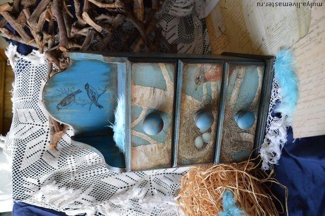 Комод `Весенняя лазурь`. Комодик для украшений,заколок,пуговиц,лент.  Внутри морёное дерево цвета соломы.  Декупаж,старение.