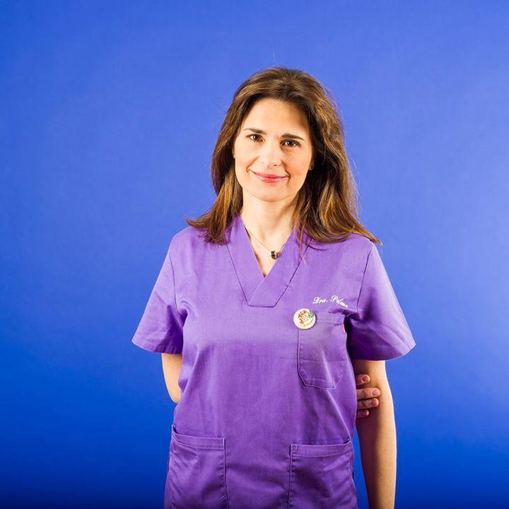 La Dra. Paloma Pérez estudió Odontología en la Universidad de Medicina y Odontología de Valencia graduándose en 1993.  Se especializó en Odontopediatría en la Universidad de Boston Ma. y en el Hospital Franciscano para niños con problemas congénitos de Boston en 1995 Estados Unidos. Es Doctora en Odontología por la Universidad de Medicina y Odontología de Valencia 2010. Desde 1996 combinó la práctica clínica privada con la docencia Universitaria.  Ha sido profesora colaboradora de la…