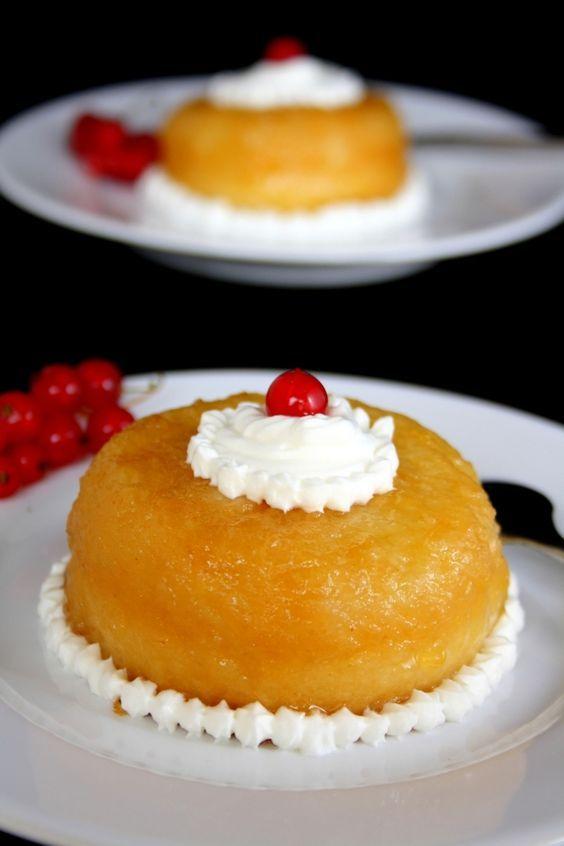 Le baba au rhum est le dessert préféré de mon papa c'est pourquoi je lui ai confectionné ce dessert pour la fête des pères ! Je profite donc de l'occasion pour vous poster cette recette qui lui a beaucoup plu :)