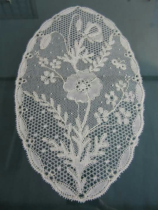 The beautiful bobbin lace oval by Louise West