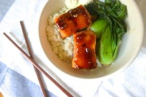 Snel en simpel een gezond maar erg smaakvol visgerecht op tafel zetten hoeft niet moeilijk te zijn. Met dit recept kun je met slechts 6 ingrediënten een heerlijk zalm gerecht op tafel zetten. Ingrediënten (4 porties) : 1 kopje witte rijst 2 eetlepels...