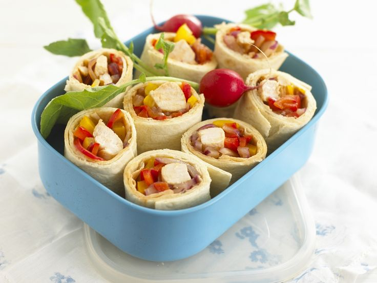 Genialer Snack für die Mittagspause: Weizentortilla mit Hähnchenfüllung - smarter - Zeit: 20 Min. | eatsmarter.de