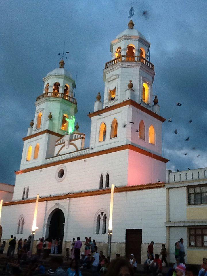 Iglesia de la Sagrada Familia en Bucaramanga la ciudad Bonita Conoce #Bucaramanga con #EasyFly tu #DestinoFavorito. Más en www.easyfly.com.co/Vuelos/Tiquetes/vuelos-desde-bucaramanga