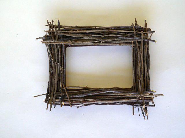 Ağaç Dallarından Dekoratif Çerçeve Yapımı http://mimuu.com/agac-dallarindan-dekoratif-cerceve-yapimi/