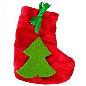 Şömineye, şömine yoksa soba veya kalorifere asılan yılbaşı çorapları karşınızda. İçine ister çocuklarınızı sevindirecek hediyeler koyun, ist...
