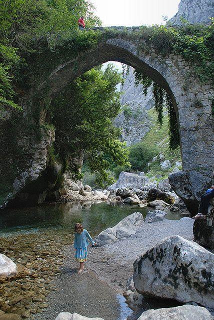 Río Cares (Cares River) en Poncebos, Asturias