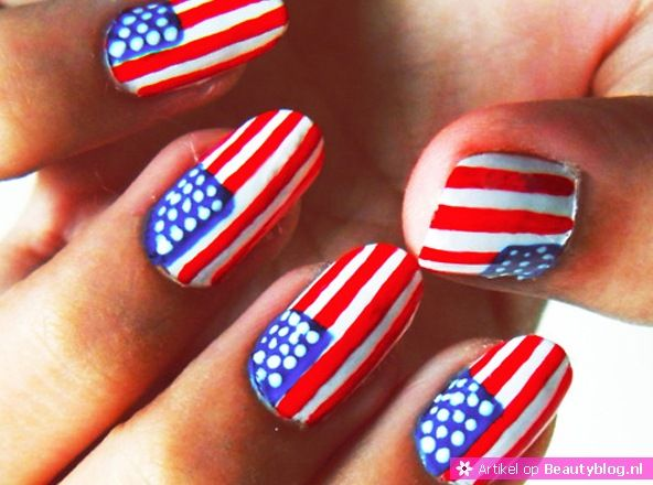 Hot of Not nail art Amerikaanse vlag hot of not amerikaanse vlag wondernail