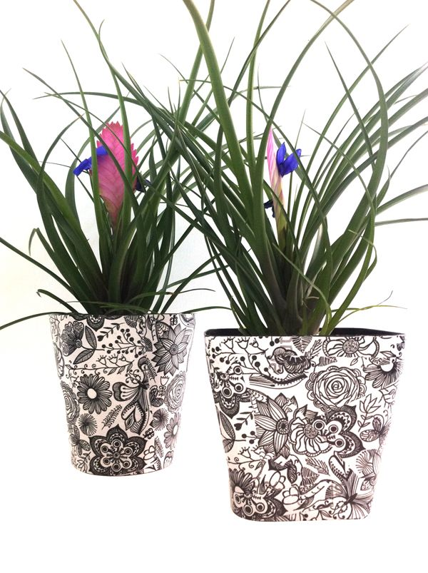 Black&white pots by Fleria team www.fleria.gr
