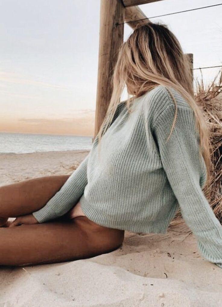 pinterest @kyliieee | beachy blonde balayage hair | sunkissed body goals | summer beach aesthetic  – Andreas Labinski