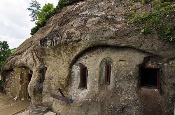Romania: Manastirea Cetatuia Negru Voda