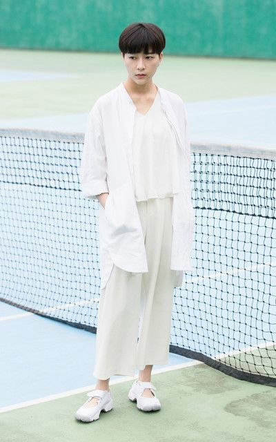 Wide, relaxed white and off-white layers. And Air Rifts.