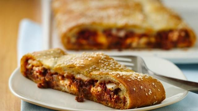 Looking for a casserole dinner made with Pillsbury® crescent dinner rolls? Then check out this cheesy pork sausage and ground beef lasagna flavored with herbs – a rich meal.