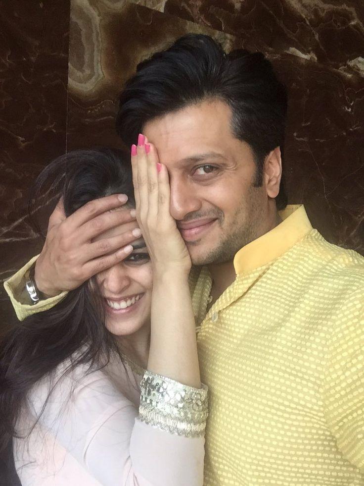 "Riteish Deshmukh  on Twitter: ""Happy Dilwala : Happy Dilwali : Happy Diwali to all  #DilwaleHalfSelfie @geneliad @iamsrk @Varun_dvn how's that? https://t.co/H5aHtxAJdK"""