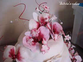Che soddisfazione questa torta!! E' stata fatta per l'anniversario di matrimonio dei genitori di una mia amica! Mi hanno dato  la possibi...
