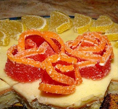 """В поисках новых вкусов, решила я как-то испечь торт, который давно отметила у себя в книге тортов, но испечь его все никак не приходилось. Мне понравились не только составляющие этого торта, но и его название: торт """"Лимонный"""". Замечательное название, правда?.."""