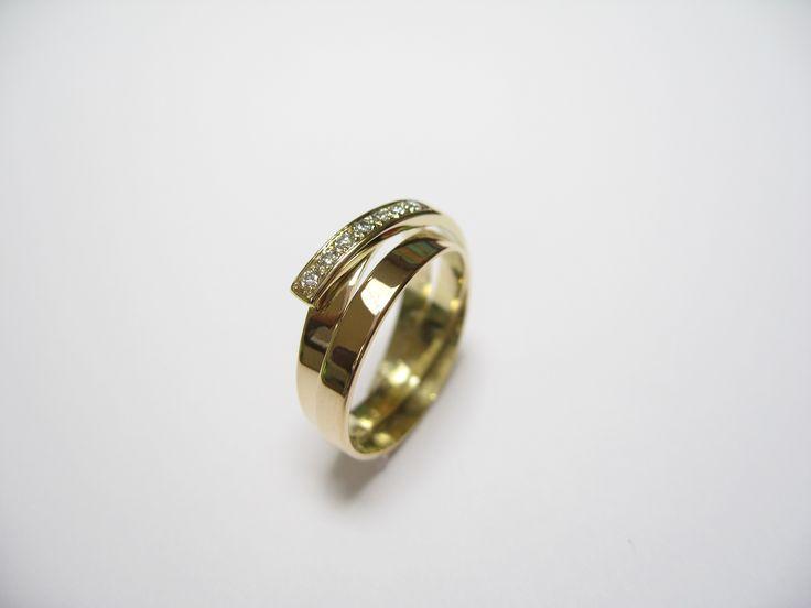 Golden wrap ring made of two weddingrings / ring gemaakt van twee trouwringen. www.ellenbesaris.nl