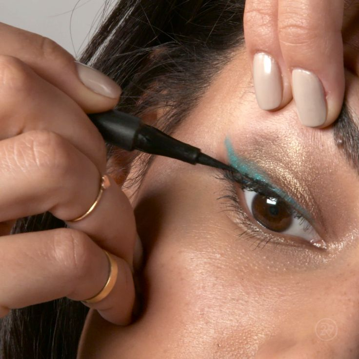 Tired of the normal wing? Spice it up with a swipe of green! Layer that liner!