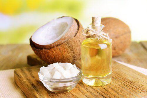 Natron Kokosoel gegen ZahnbelagZutaten  2 El Kokosöl (30 g) 2 EL Natron (20 g)