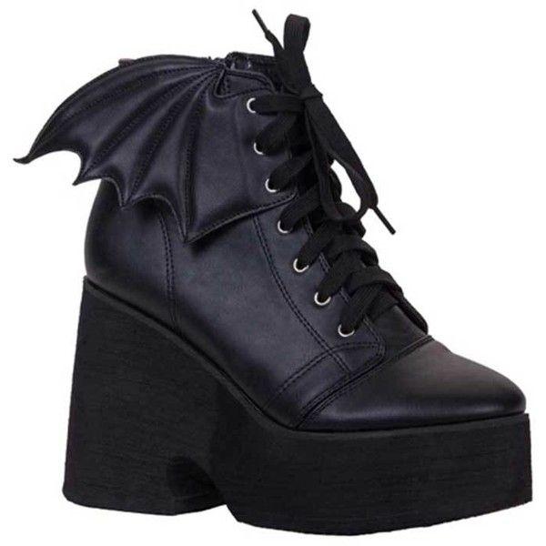 Iron Fist Bat Wing plateau enkellaars met brede hak en vleermuis... ($100) ❤ liked on Polyvore featuring shoes, boots, platform shoes, iron fist, wing shoes and iron fist shoes