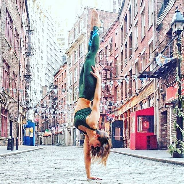 """""""It is through gratitude for the present moment that the spiritual dimension of life opens up."""" ~ Eckhart Tolle ✨✨#yogapose : @riva_g_"""