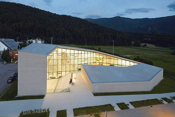 Schulboulder- und Kletterhalle in Bruneck (Bz), 2015