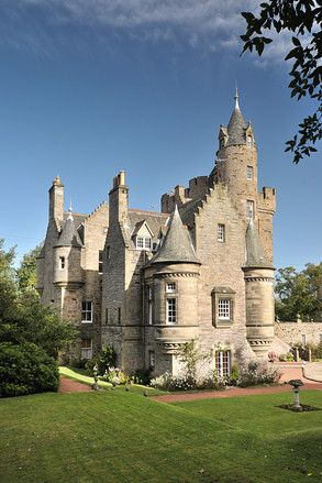 edinbugh Scotland, apts.~ I'd love to visit that castle in Scotland!!!