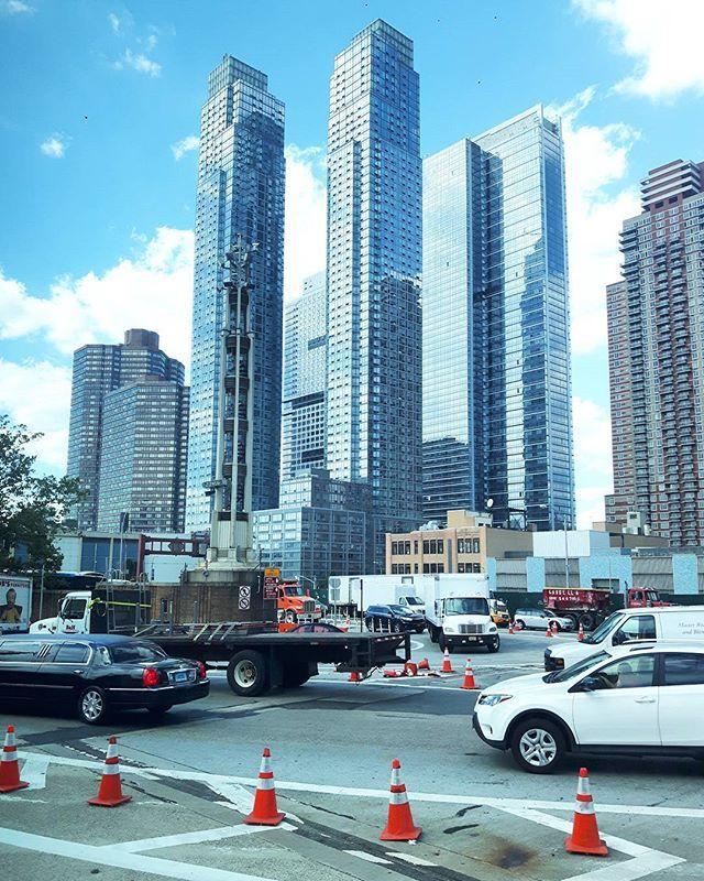 zrobione podczas wyjazdu z Nowego Jorku.  Już w te sobotę pojawię się na drugim końcu USA. W sobotę lot do.... LAS VEGAS!  × × #newyork #newyorkcity #tv_architectural #wakacje #holidays #nyclife #urban #architecture #architektura #skyscraper #vsconyc #citylife #traveldiaries #newyork_instagram #ig_nycity #everyday_shooter #usaprimeshot #exclusive #wakacje2016 #citybestviews #streetphotography #streetcollectors #blogger