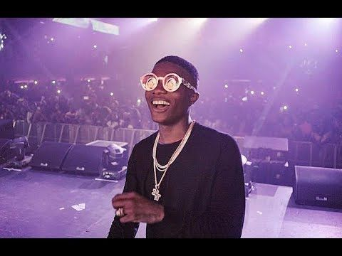 VIDEO: CHECK OUT THE VIDEO OF STARBOY WIZKID SHARING CAKE ON STAGE TO FANS IN KENYA