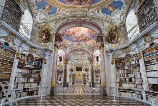 Βιβλιοθήκη Admont Abbey, Admont, Αυστρία. Χτίστηκε το 1776. Πρόκειται για την μεγαλύτερη μοναστηριακή βιβλιοθήκη του κόσμου με 70.000 τόμους βιβλίων για τους μοναχούς του Admont Abbey.