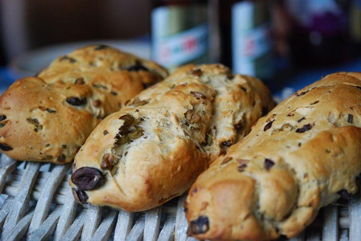 Olivenbrot - statt im Backrohr, eben im Gasgrill auf dem Pizzastein