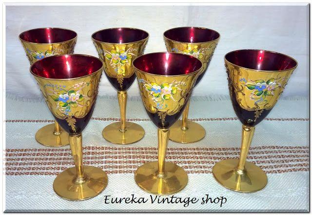 Σετ 6 μεγάλα ποτήρια του κρασιού ή της σαμπάνιας, με υπέροχο κόκκινο χρώμα.  Ο χρυσός διάκοσμος είναι φύλλο χρυσού τα φύλλα στα λουλούδια είναι χειροποίητα τεχνοτροπίας Καποντιμόντε.