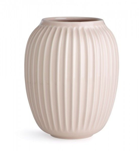 """Vase """"Hammershøi"""", Kähler Design, 20cm: Die Serie Hammershøi umfasst Geschirr und Accessoires aus Keramik in mehreren Farben kombiniert mit transparenten Glas und Eichenholz. Die Rillenstruktur verleiht dem Muster eine gewisse Eleganz und Zeitlosigkeit. Durch die typische dänische weiche Linienführung fügen sich die Vasen, Leuchter und Geschirrteile harmonisch in ihre Umgebung ein. Mit Hammershøi erreicht die renommierte Marke eine gelungene Verbindung zwischen Tradition und Moderne…"""