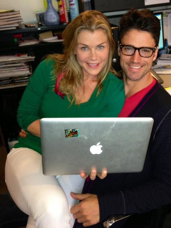 Alison Sweeney and James Scott live tweeting #DAYS!