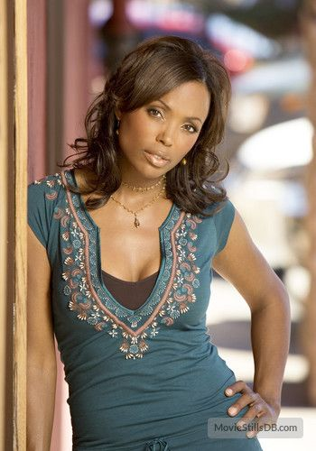 Ghost Whisperer - Promo shot of Aisha Tyler (Andrea Marino)