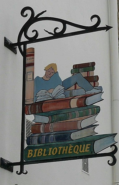Enseigne bibliothèque de La-Roche-Bernard. Morbihan, Bretagne